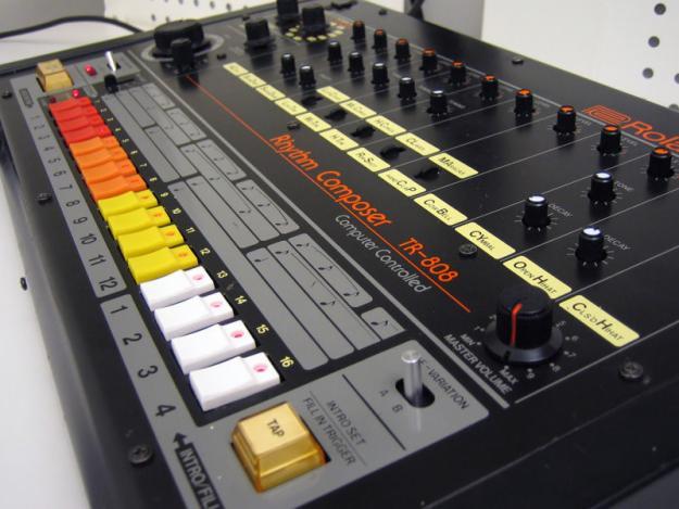 roland tr 808 drum machine